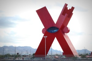 """La X"" artista ha presentar escultura en UTEP"