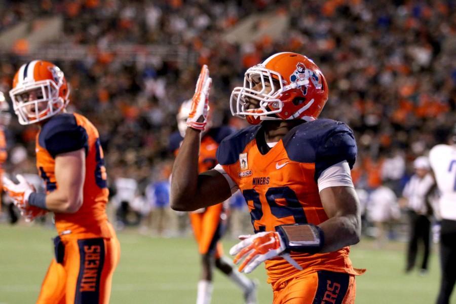 Junior+running+back+Aaron+Jones+celebrates+after+a+touchdown.+