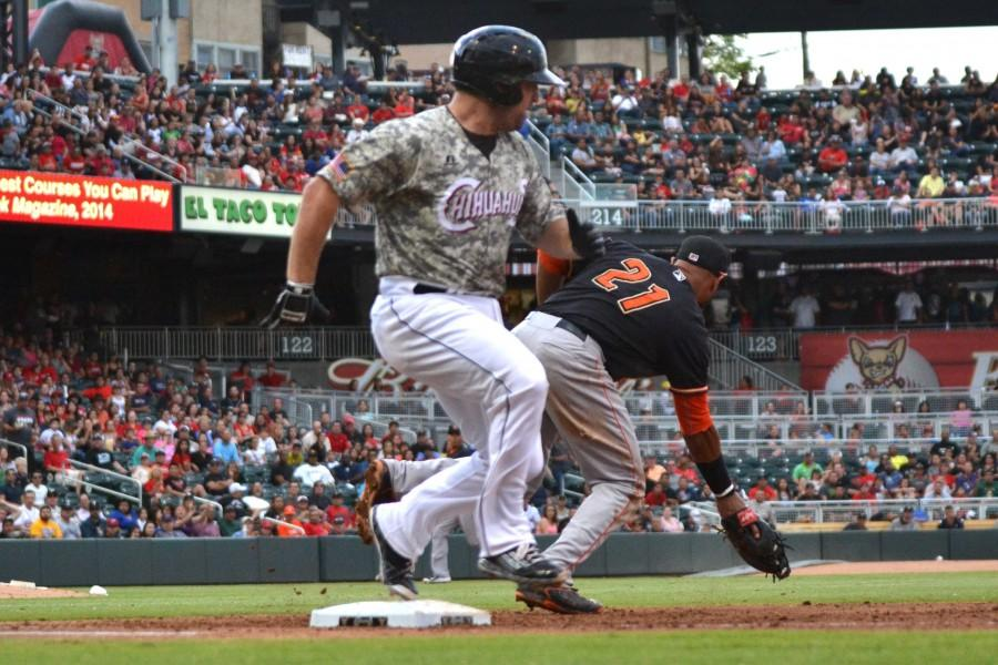 Chihuahuas' bats come alive, end losing streak
