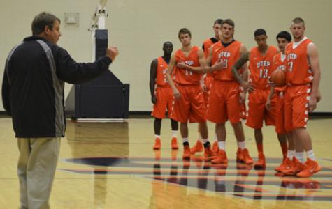 Men's basketball begins practice for the upcoming season