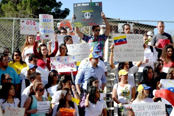 Estudiantes se mustran a favor de la paz en Venezuela el 20 de febrero.