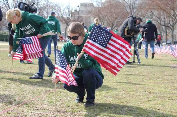 Ann+Weeby%2C+an+Iraq+veteran+with+the+Michigan+Army+National+Guard+and+senior+business+developer+for+Goodwill+in+San+Francisco%2C+plants+a+U.S.+flags+across+the+National+Mall+to+represent+veterans+who+committed+suicide+over+the+last+year.