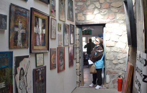 The Rock House Café and Gallery proveé un espacio libre para artistas de todas las disciplinas.