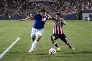 Coming off another club title, Cruzeiro defeata Chivas de Guadalajada 2-0 in their last friendly match of the 2014 season.