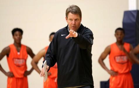 UTEP head coach Tim Floyd instructs his team on a drill.