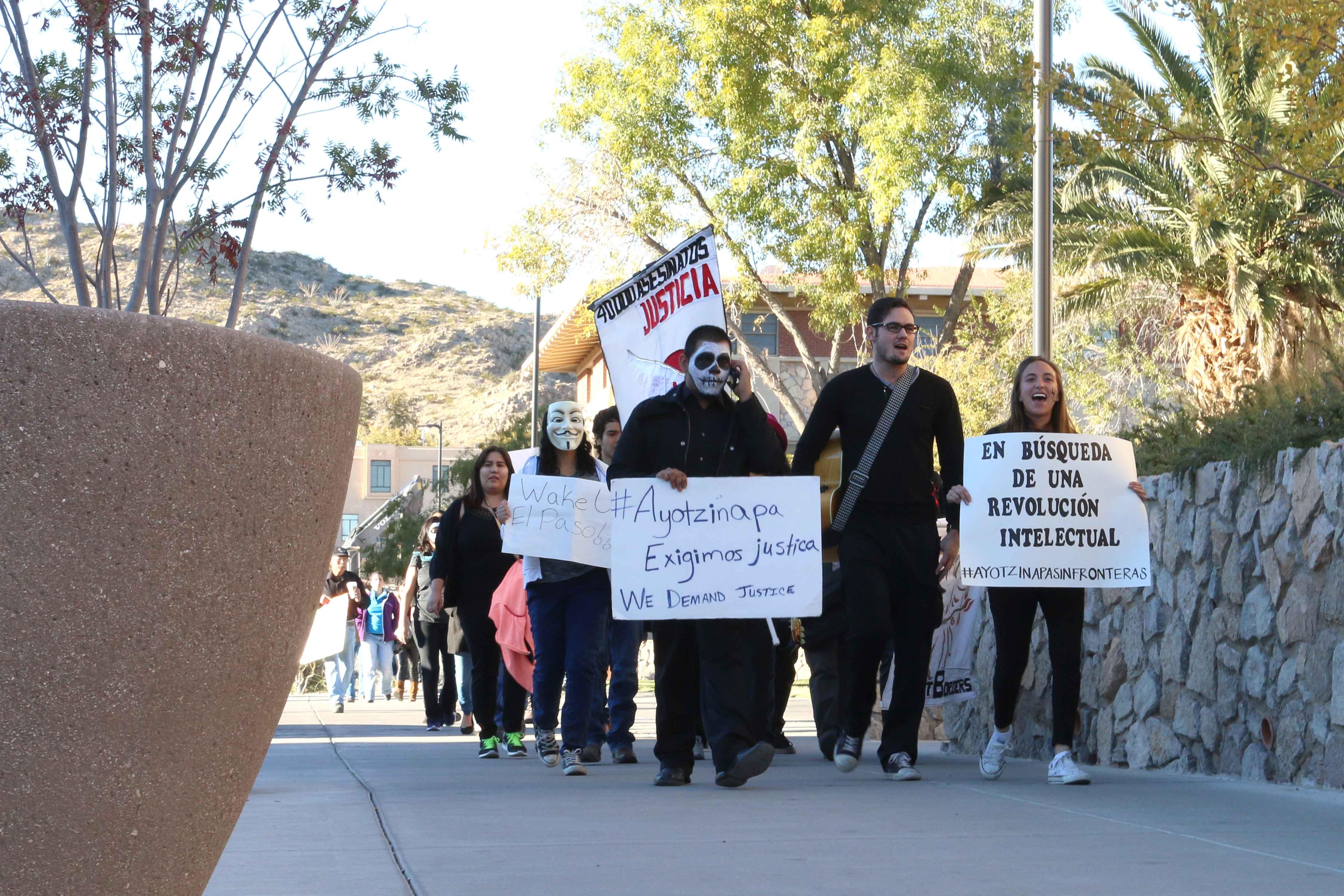El+Pasoans+unite+for+missing+Ayotzinapa+students+
