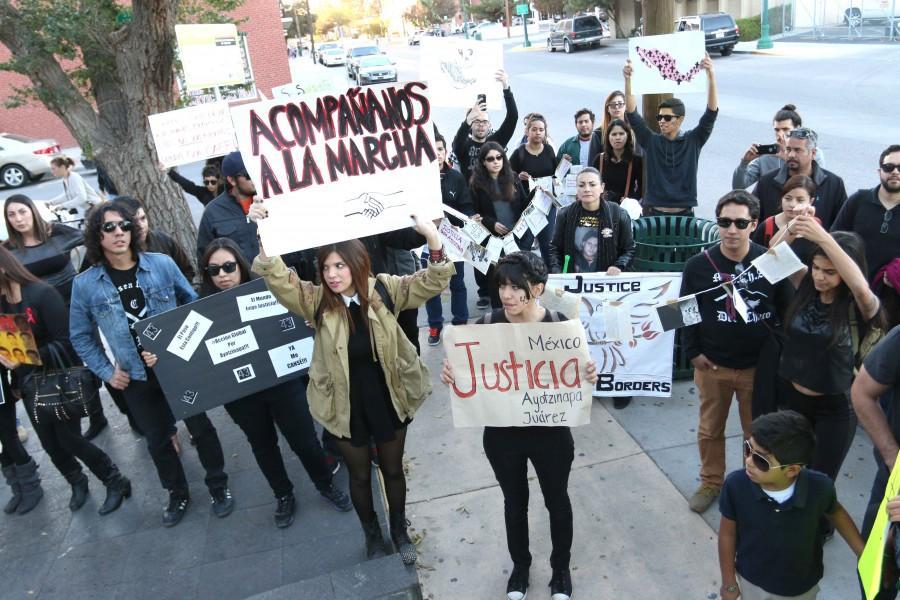 Manifestantes+demuestran+apoyo+a+secuestrados+en+Ayotzinapa