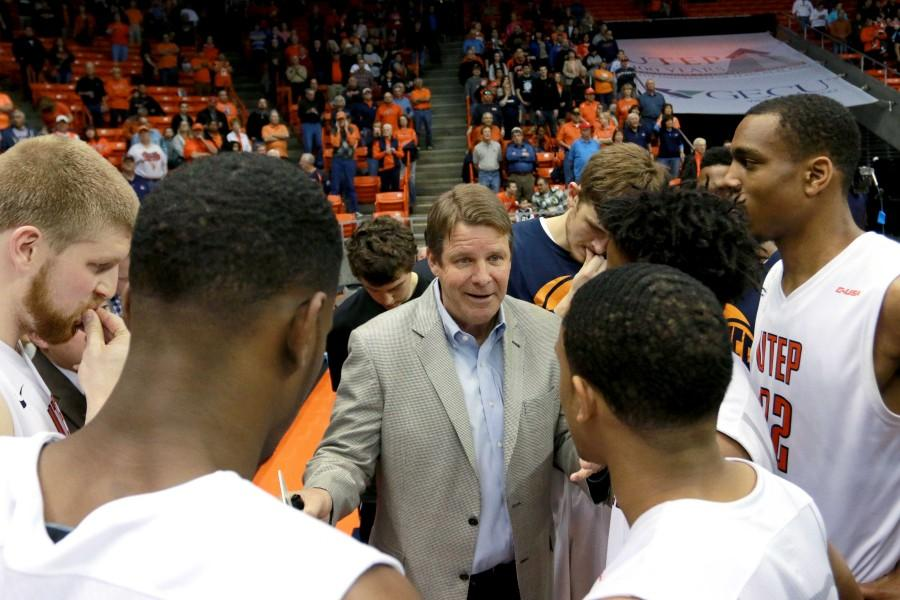 Head coach Tim Floyd speaks to players before tip off.
