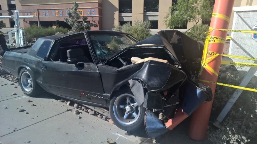 Single-car+crash+on+Sun+Bowl+Dr.