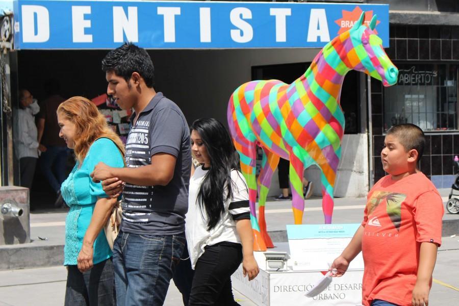 Una de las esculturas adorna el centro de Ciudad Juárez.