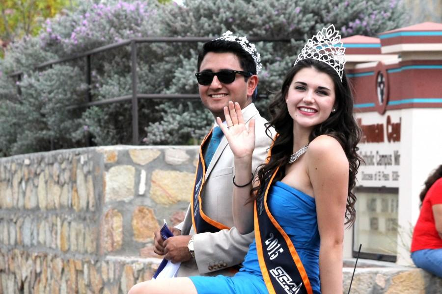 UTEP%27s+king+and+queen+riding+through+the+parade