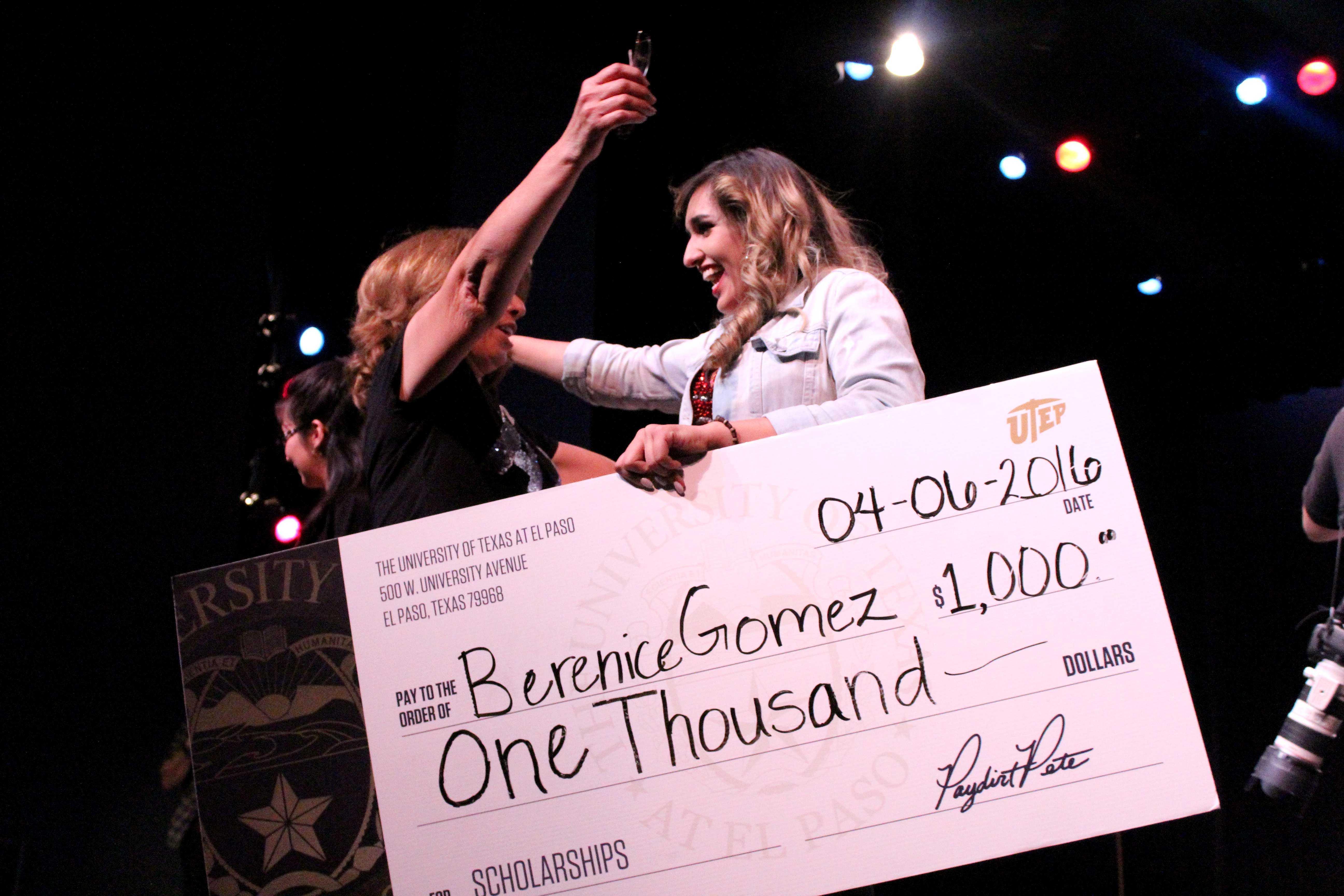 UTEP Picks Talent first prize winner Berenice Gómez accepts her $1,000 prize.