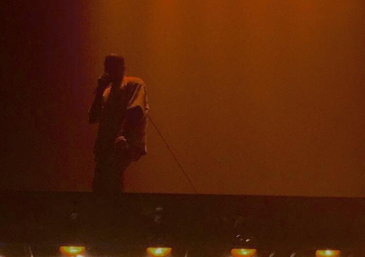 Kanye dazzles audience on Saint Pablo tour