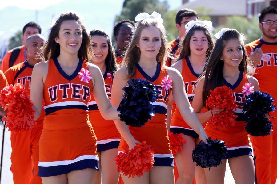 UTEP+cheerleaders+lead+the+homecoming+parade.