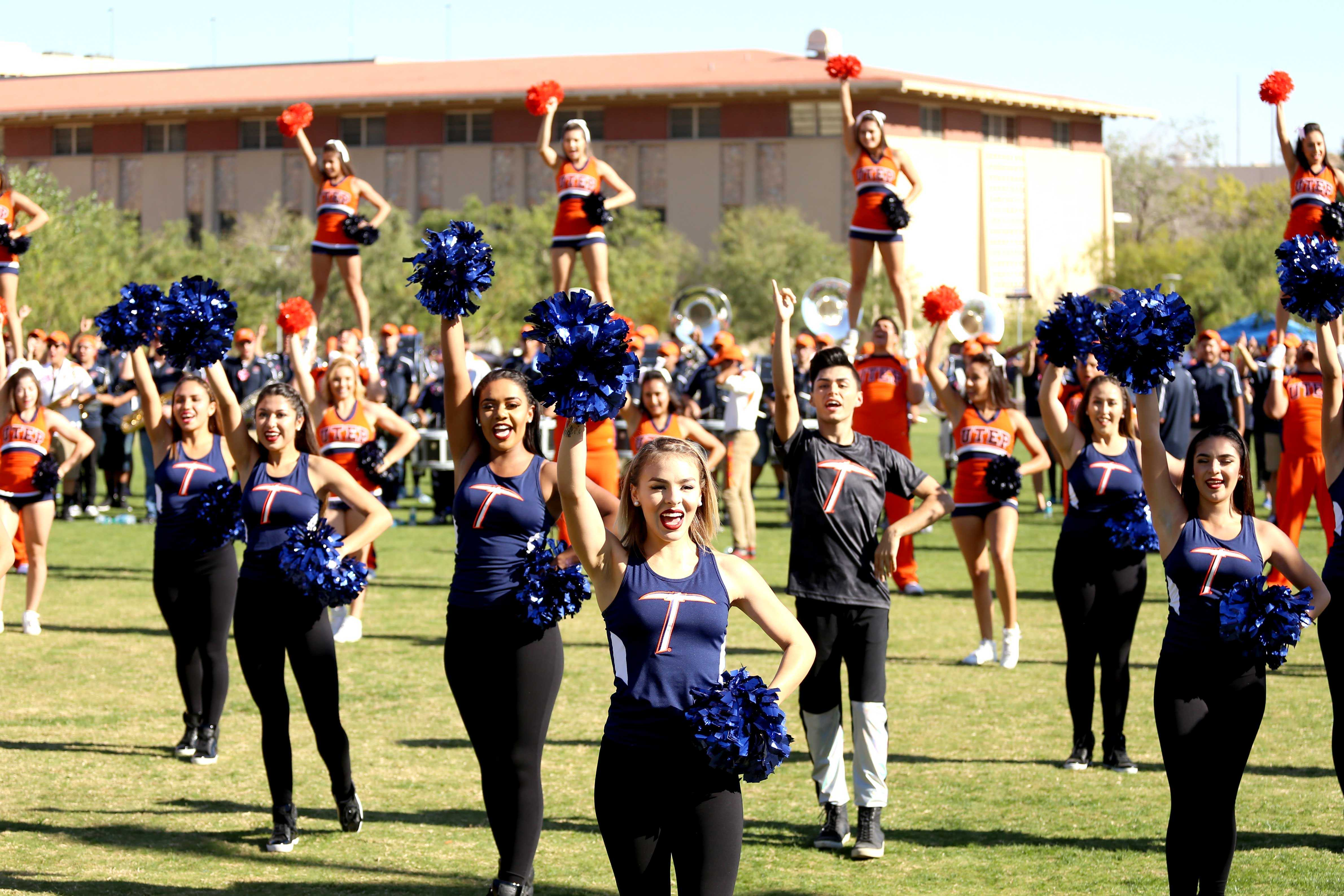 UTEP+cheerleaders+and+goldiggers+perform+at+the+pep+rally.+