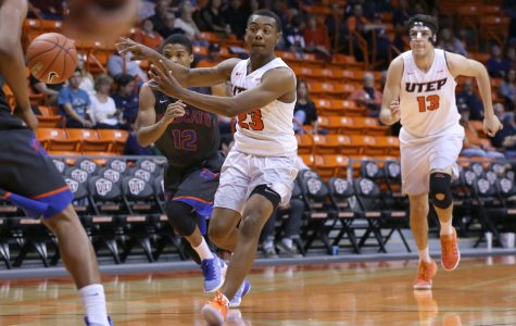 Men's basketball drowns Louisiana College in season opener