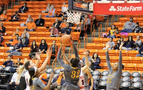 Women's basketball soars past CSU Bakersfield