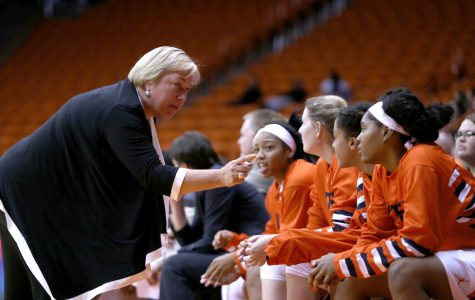 Young women's basketball team struggles without veteran leadership