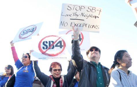 Protestors object to Gov. Abbott's visit