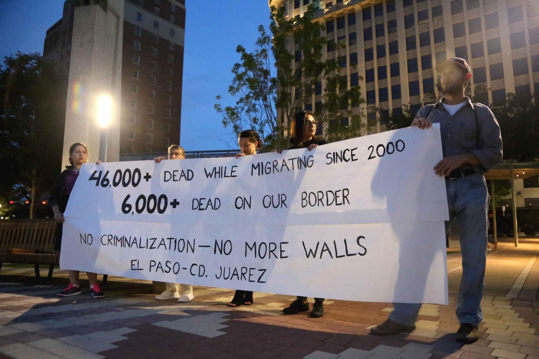 Around+50+El+Pasoans+gathered+at+San+Jacinto+Plaza+for+a+binational+vigil.