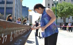 El Pasoans sign the last rails for the streetcar project