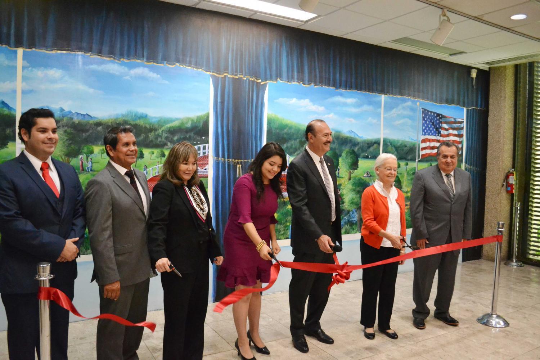 The+Martinez+family%2C+Dr.+Natalicio%2C+Secretary+of+Education+for+the+State+of+Durango+Ruben+Calderon+Lujan+and+Marcos+Bucio%2C+General+Consul+of+Mexico+in+El+Paso%2C+at+the+inauguration+of+the+mural+%E2%80%9CA+Bridge+Uniting+Two+Countries%E2%80%9D+on+Thursday.