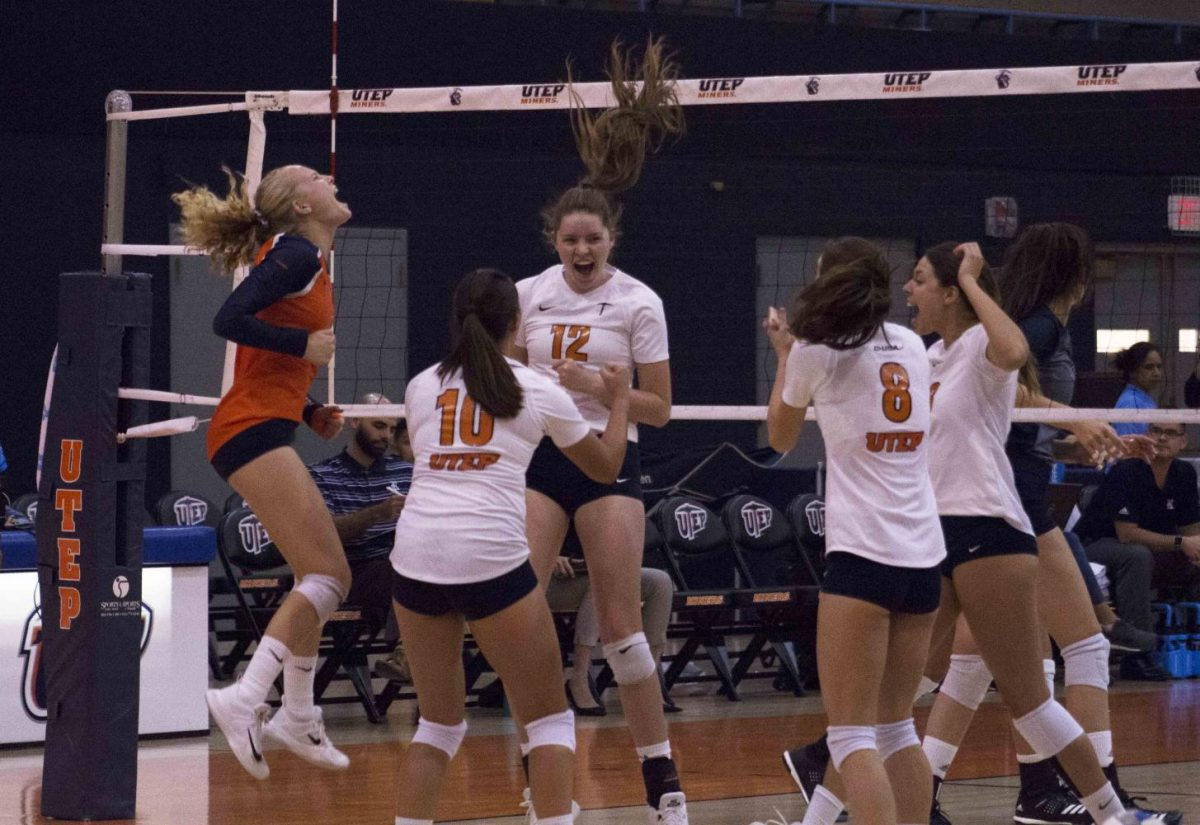 Womens volleyball upsets Rice 3-2 in C-USA opener