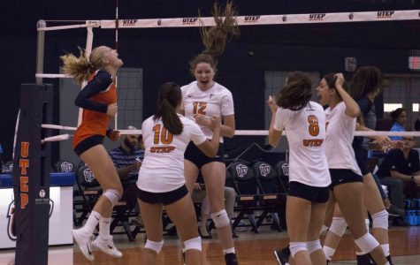 Women's volleyball upsets Rice 3-2 in C-USA opener