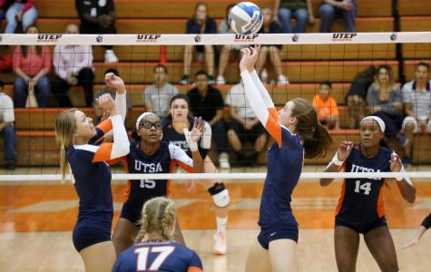 Women's volleyball drops fifth straight match