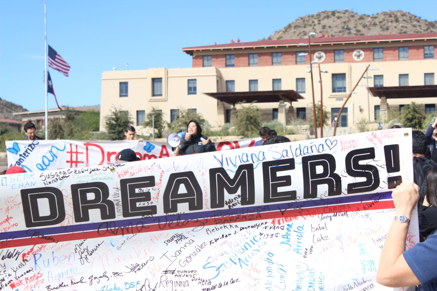 A+sign+with+signatures+of+supporters+of+Dreamers.+