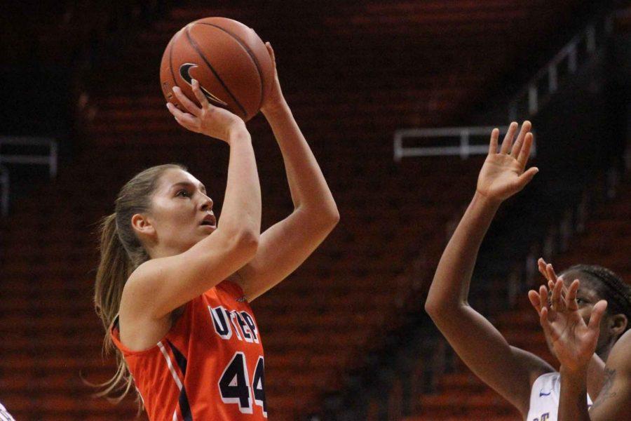 Women's basketball routs Texas A&M-Corpus Christi 69-49