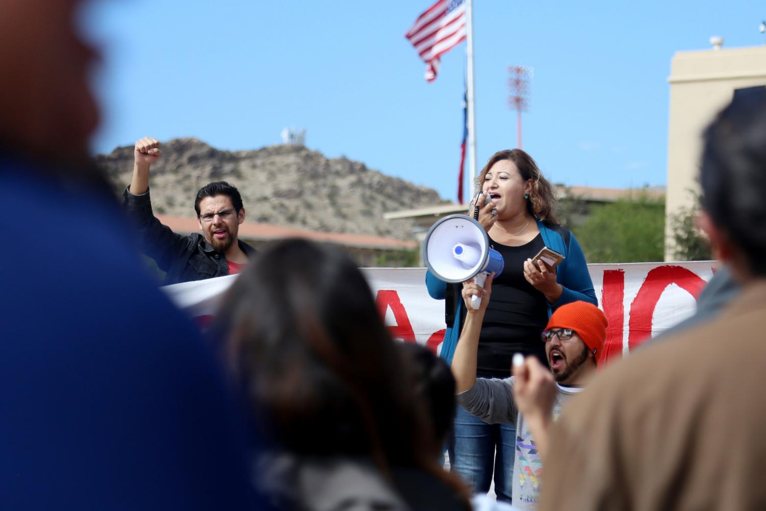 Protesters+also+called+out+for+Congressman+Will+Hurd%2C+R-Tx%2C+to+show+public+support+for+DACA+recipients+and+the+Dream+Act.