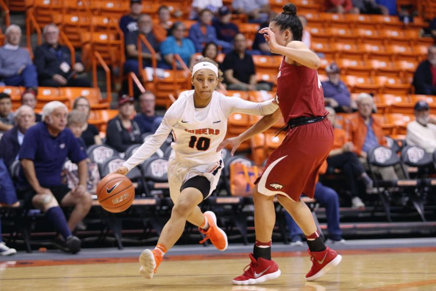 Miners+upset+Arkansas+64-61+for+first-ever+win+over+an+SEC+team