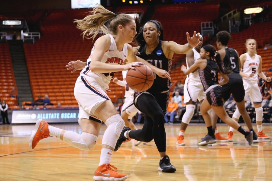 Womens basketball drops first road test at Arkansas State 76-73