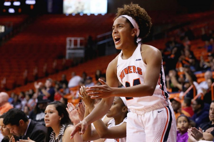 Women's basketball wins second straight on California road trip