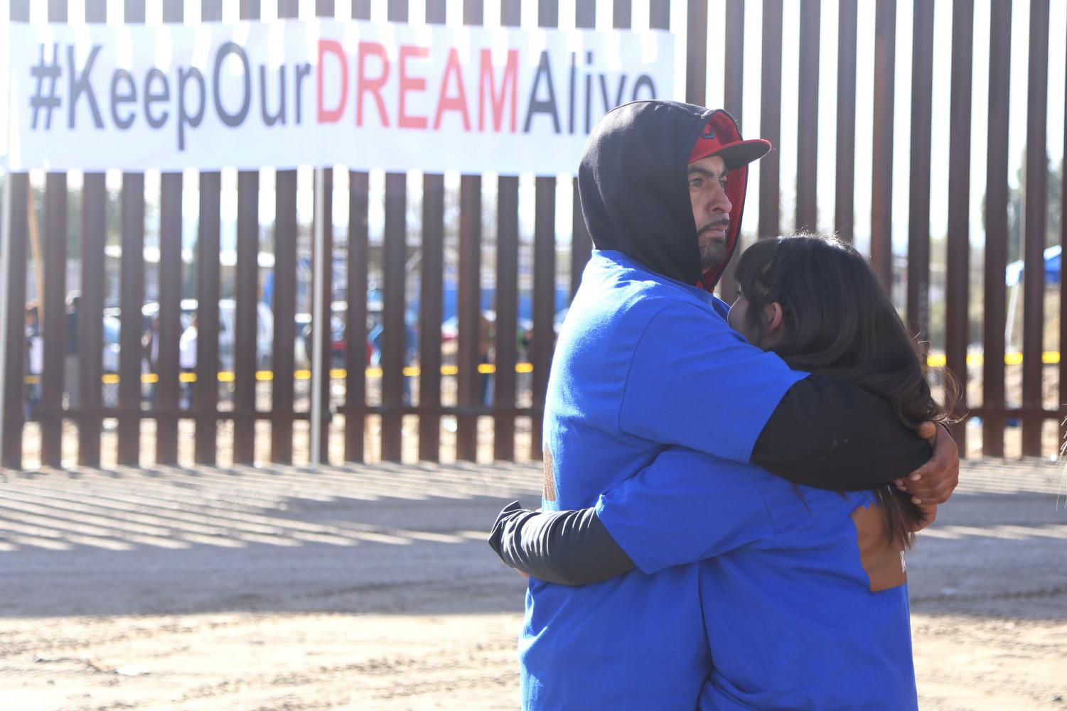 Dozens+of+families+were+reunited+at+the+Sunland+Park%2C+NM+%2F+Ciudad+Ju%C3%A1rez+border+on+Sunday%2C+Dec.+10%2C+2017+for+%E2%80%9CKeep+Our+Dream+Alive.%E2%80%9D+The+event+was+held+by+the+Border+Network+for+Human+Rights.