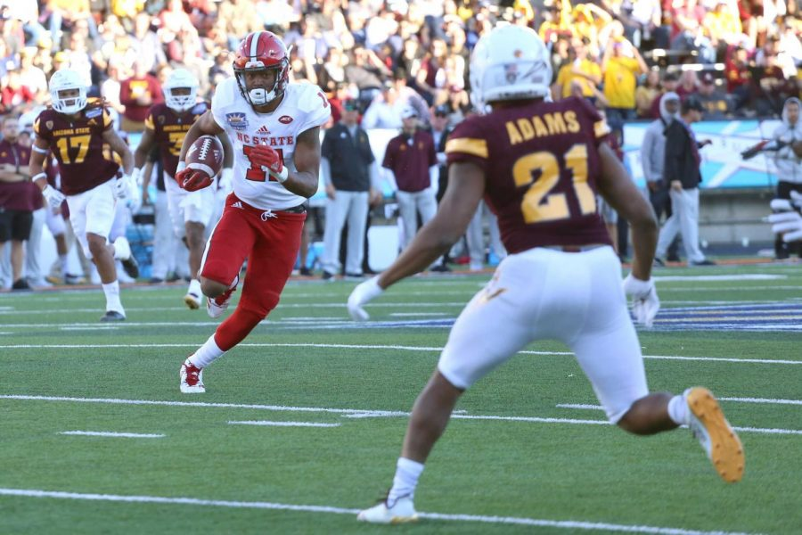 NC State Jakobi Meyers grabs the reception and turns it up for yards after the catch.