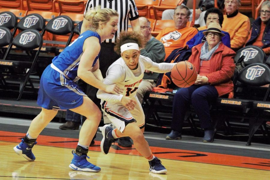 UTEP+guard+Faith+Cook+dribbles+the+ball+past+Middle+Tennessee%27s+Anna+Jones.