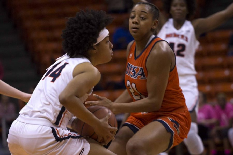 Najala+Howell+attempts+to+pass+the+ball+to+a+teammate+before+a+58-55+loss+to+UTSA+on+Friday+night+at+the+Don+Haskins+Center.