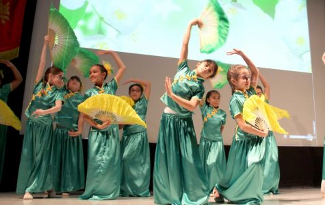 "Performance of the ""Jasmine Flower Dance"" by 3rd graders of Mesita Elementary School (EPISD)."