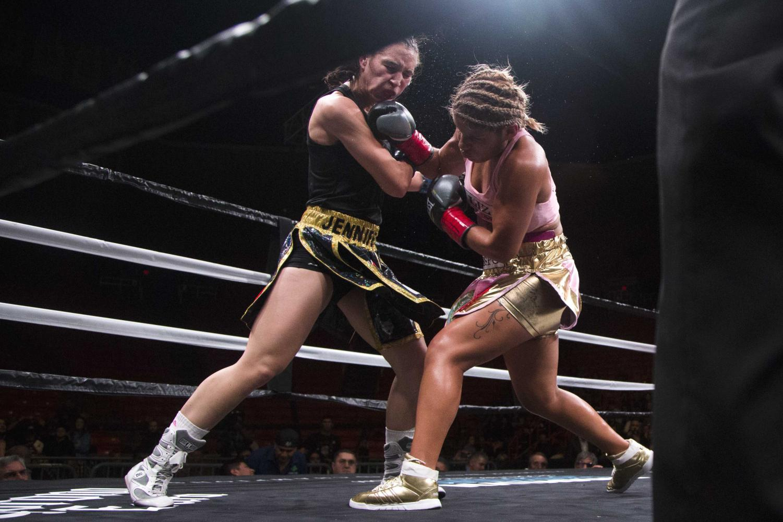 Lizbeth+Crespo+lands+a+vicious+right+hand+strike+on+the+champion+Jennifer+Han.