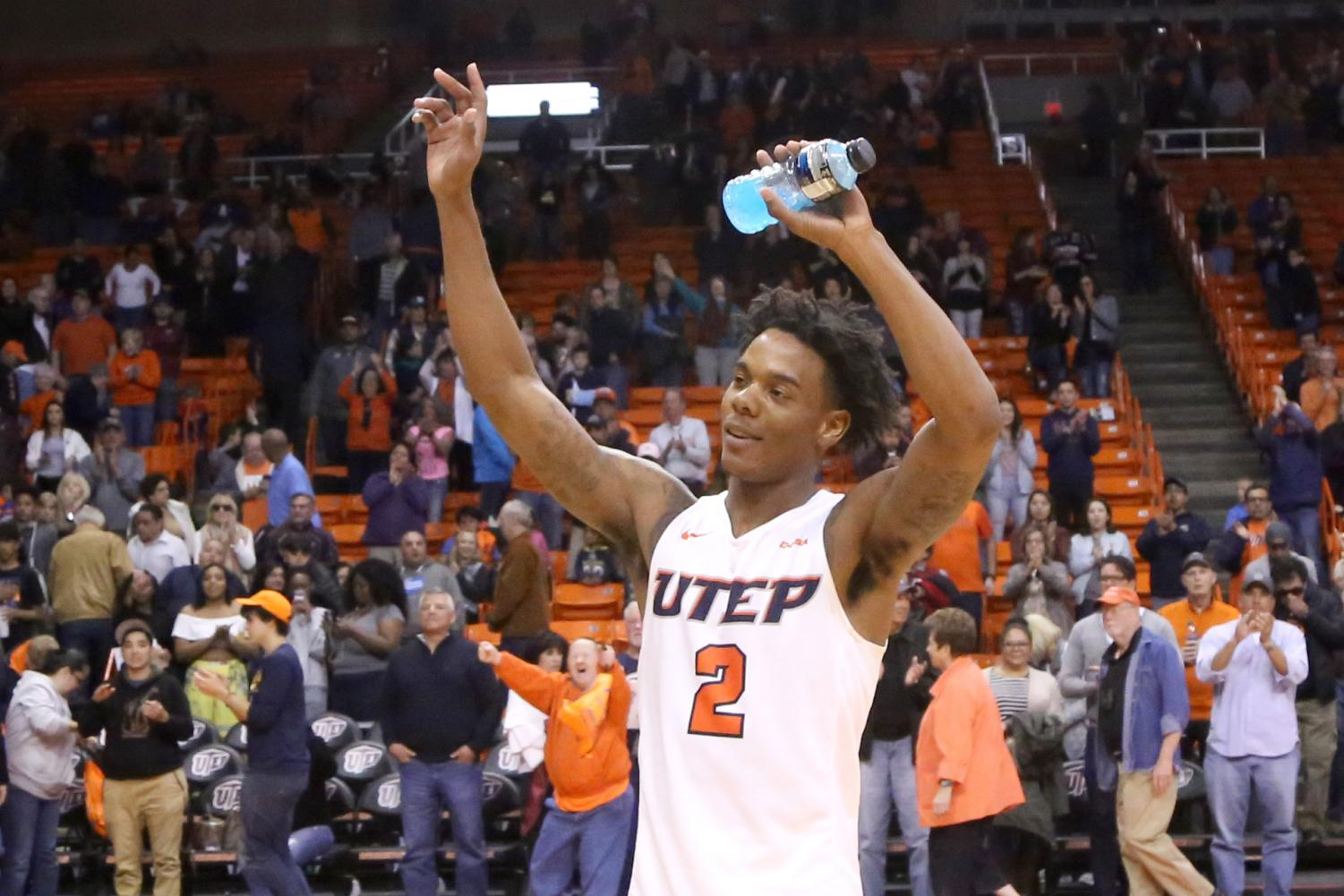 Senior+guard+Omega+Harris+takes+in+the+post+game+ovation+from+the+UTEP+faithful+center+court.+