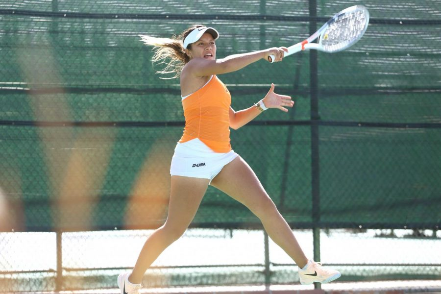 Junior+Maria+Paula+Medina+backswings+the+ball+in+doubles+competition.++