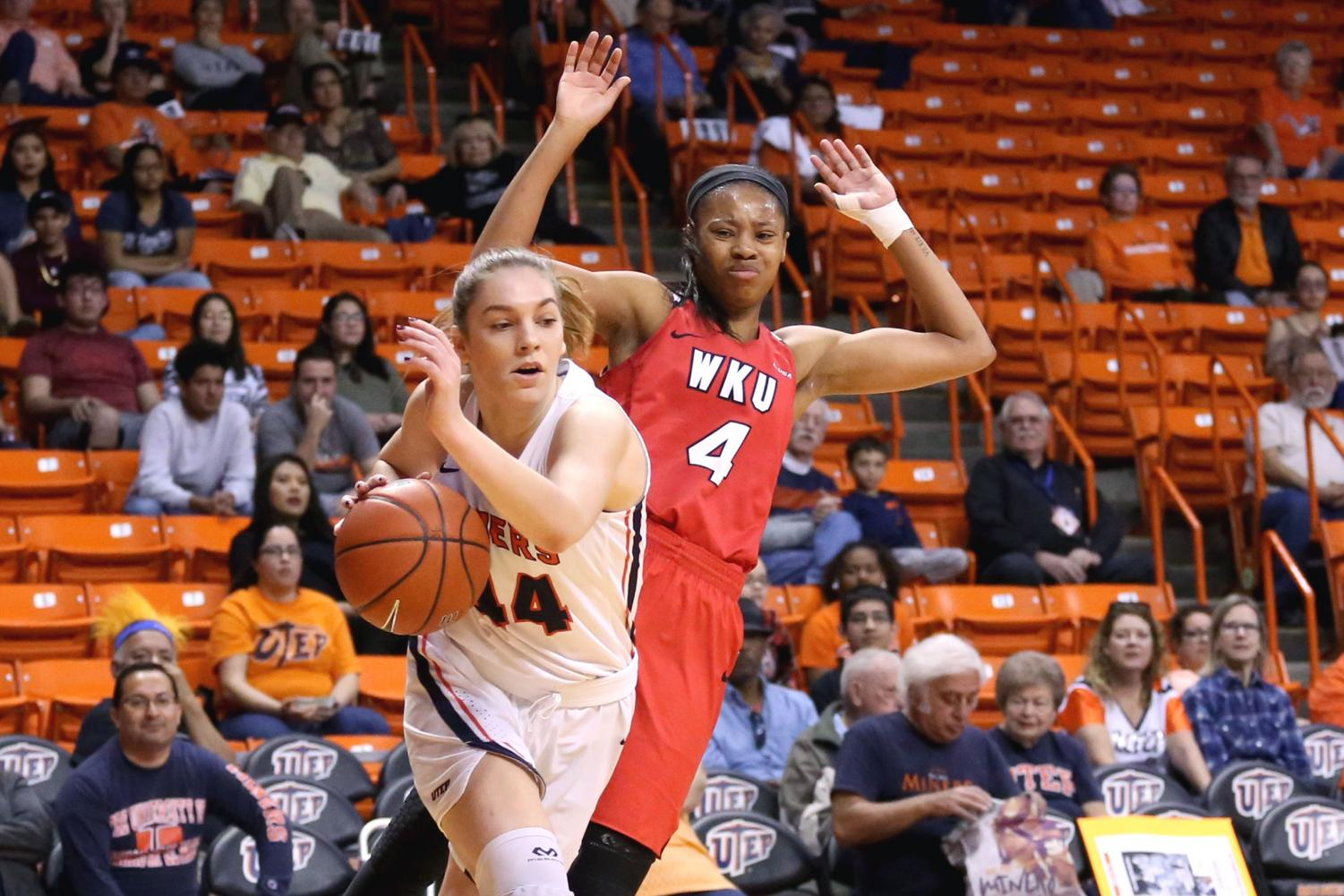 Sophomore+guard+Katarina+Zec+passes+by+the+defender+on+Saturday%2C+March+3+at+the+Don+Haskins+Center.