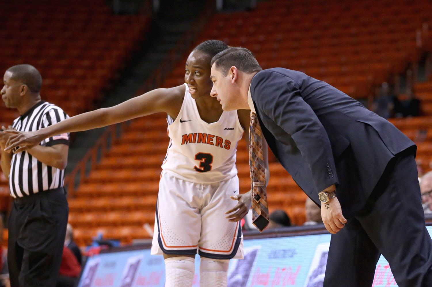 Head+Coach+Kevin+Baker+talks+to+junior+guard%2Fforward+Jordan+Alexander+about+attacking+the+WKU+defense+on+Saturday%2C+March+3+at+the+Don+Haskins+Center.