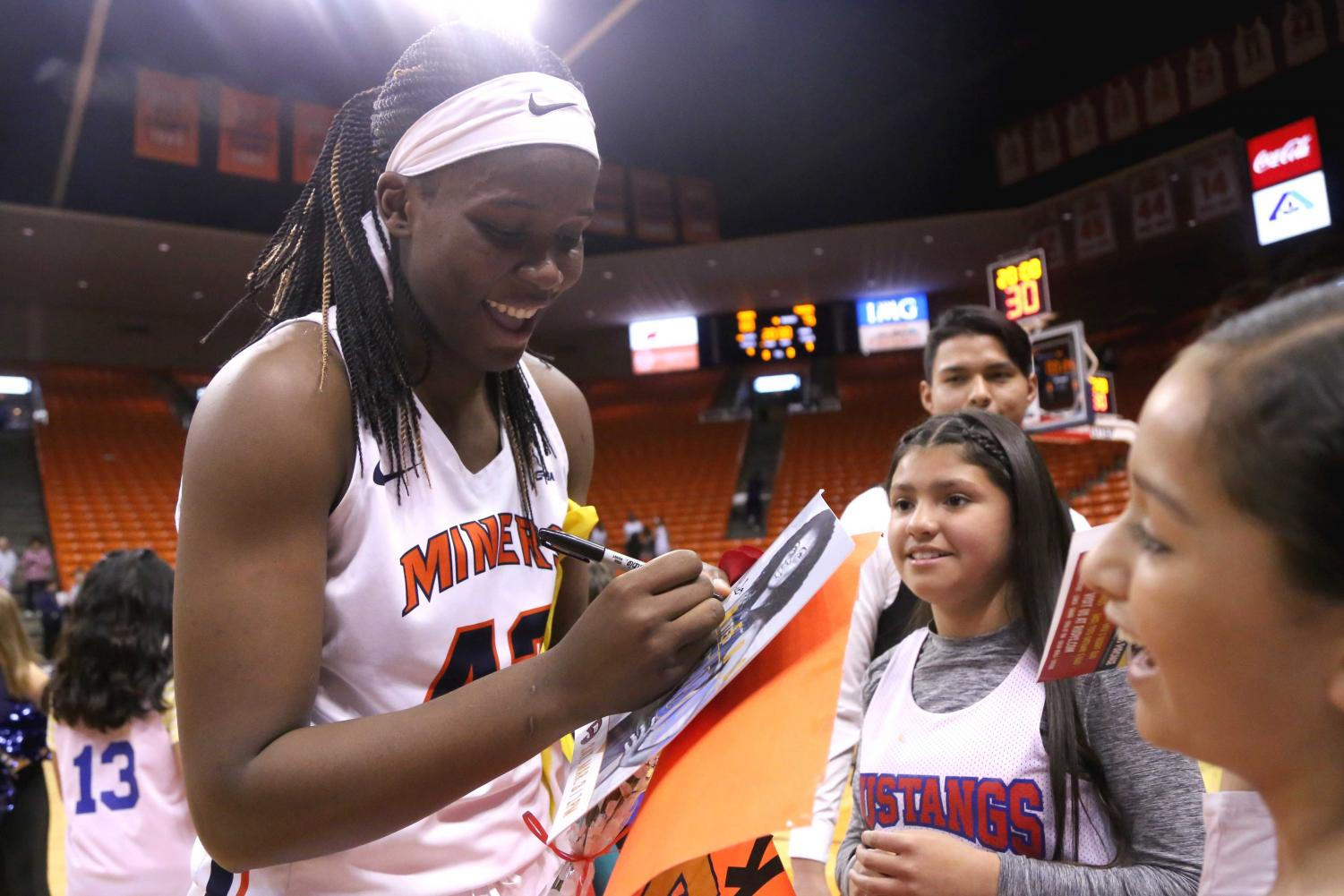 Senior+forward+Tamara+Seda+signs+a+photo+of+herself+for+her+young+fans+at+her+senior+game+on+Saturday%2C+March+3+at+the+Don+Haskins+Center.