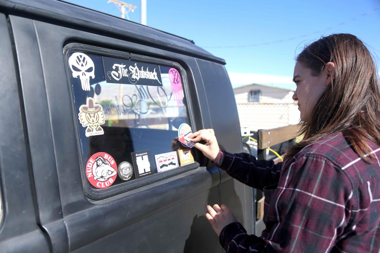 Participant+places+a+new+sticker+on+her+Volkswagen+window+at+ElBugO+in+ElPasO+on+Sunday%2C+April+8+at+the+County+Coliseum.