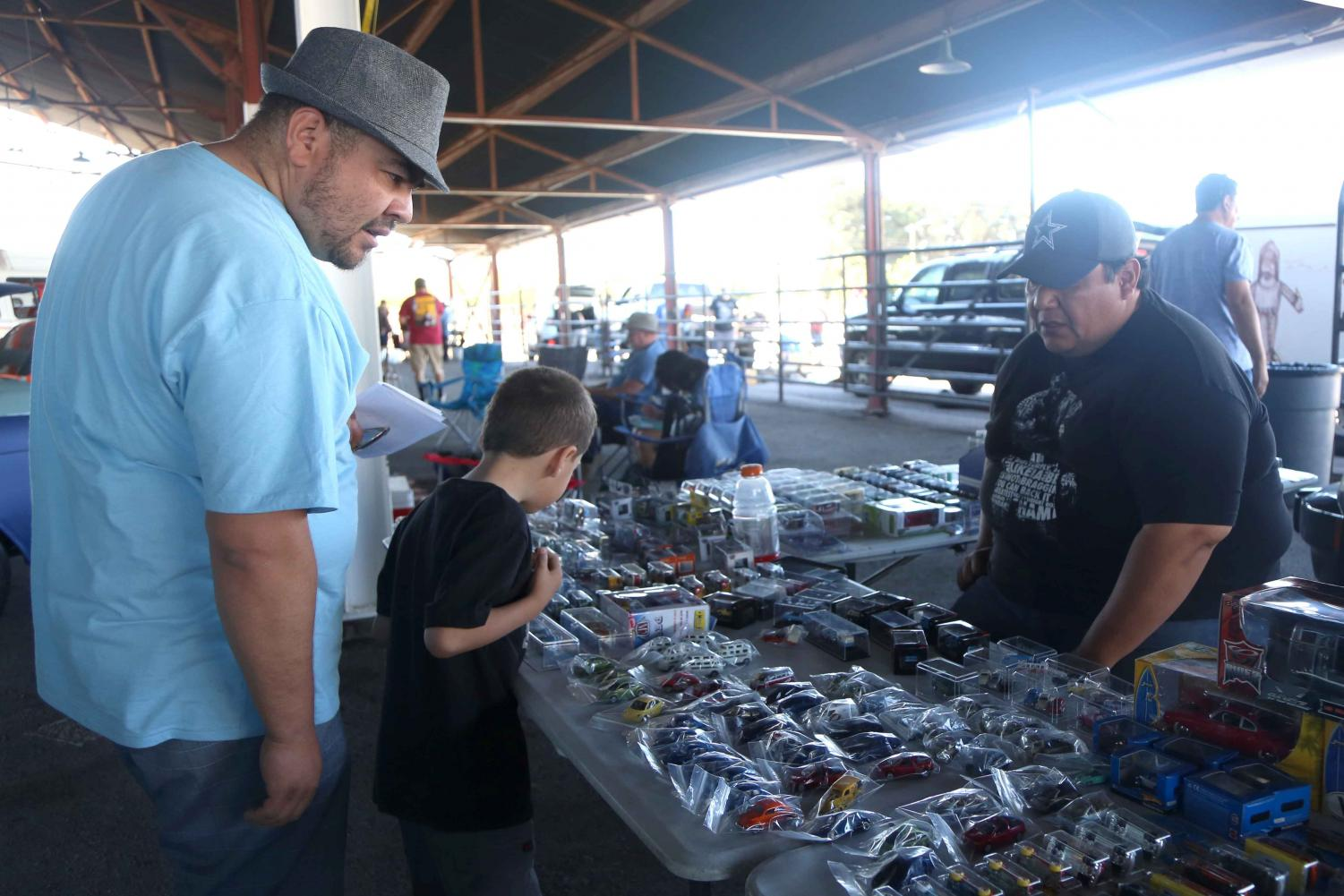 Vendors+sold+Volkswagen+merch+at+ElBugO+in+ElPasO+on+Sunday%2C+April+8+at+the+County+Coliseum.