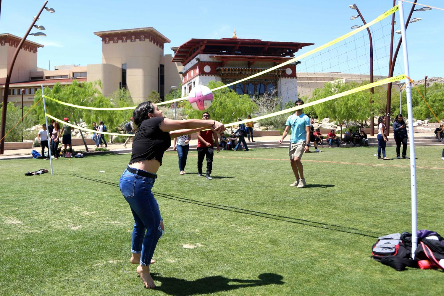 Students+play+volleyball+at+the+first+Miner+Fest++on+Wednesday%2C+April+18+at+Centennial+Plaza.+