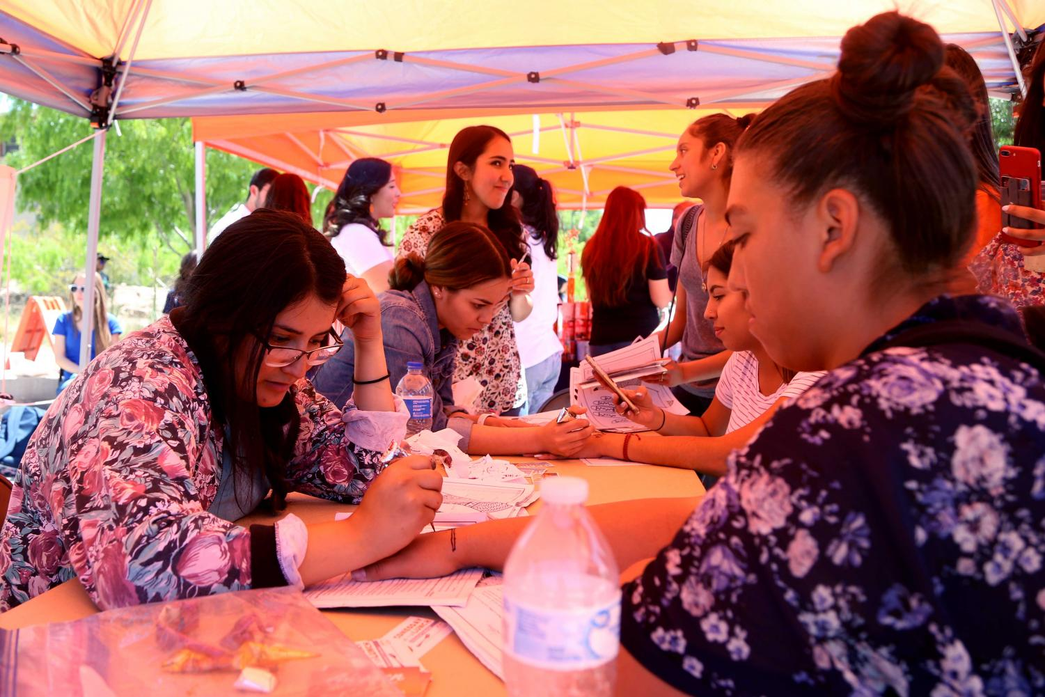 Students+had+the+opportunity+to+get+a+henna+tattoo++at+the+first+Miner+Fest++on+Wednesday%2C+April+18+at+Centennial+Plaza.+